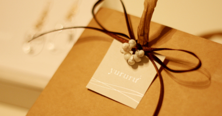 きしもとデザイン制作のyururuアクセサリー台紙